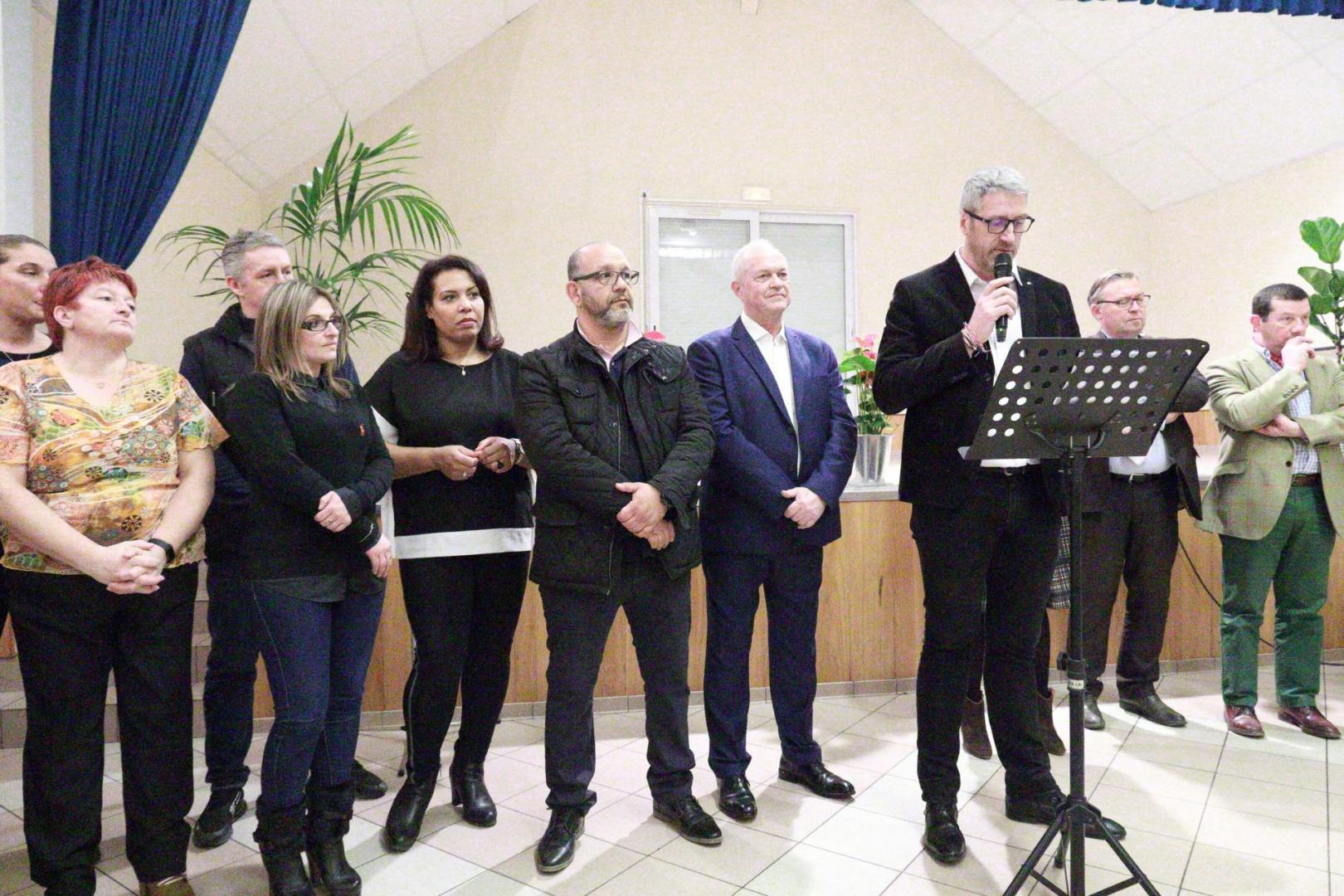 Le Maire et son conseil municipal ainsi que les agents de la commune