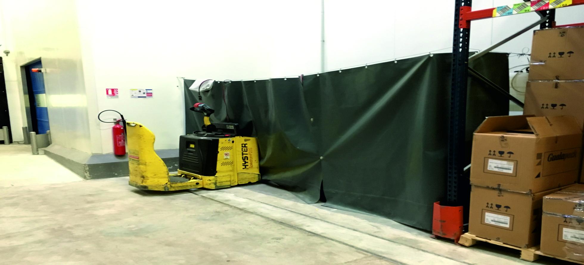 rideau de protection pour zone de stockage